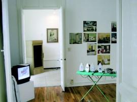 Installation view of 'casa, vestido, sustento' exhibition