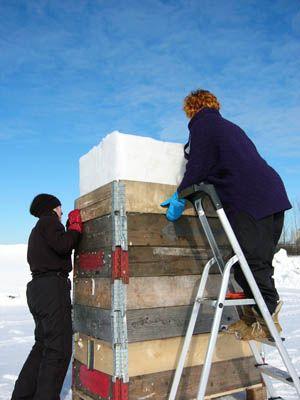 Susanne & Irina remove block form