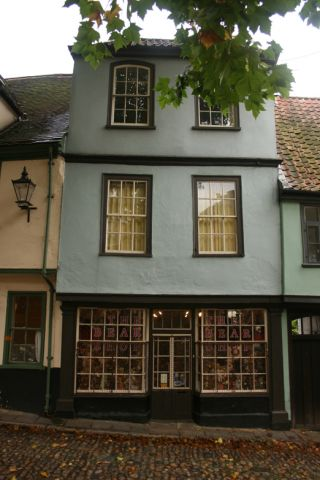 Elisha De Hague Residence, Elm Hill now a Teddy bear shop