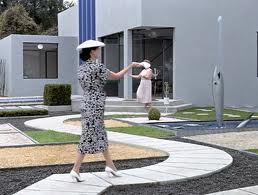 Traversing the garden in Mon Oncle