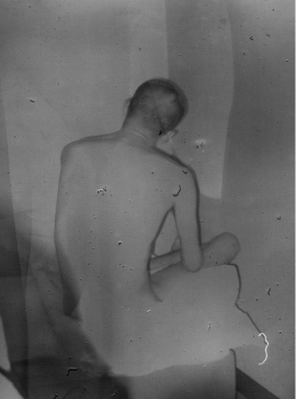Daisuke Yokota, from the series Linger. Published by AKINA Books.