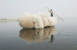 Anne Percoco, Indra's Cloud, plastic bottles, rope, boat, 2009. Site-specific project in Vrindavan, India; Courtesy: the Asian Cultural Council and Friends of Vrindavan