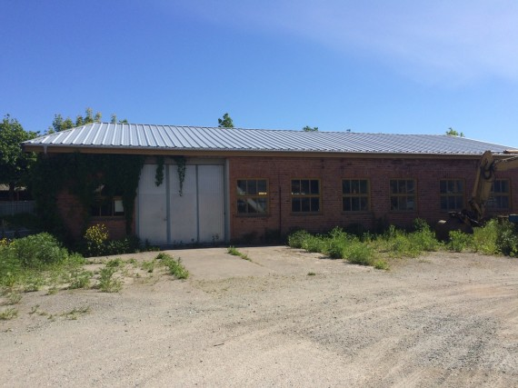 Former industrial premises on Magasingatan (Enköping) that would make ideal studios for perhaps seven or eight artists.