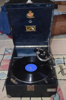 Wind up gramophone sounds