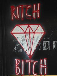 RITCH BITCH mit diamond; street art by anon. (Kurt-Schumacher-Strasse)