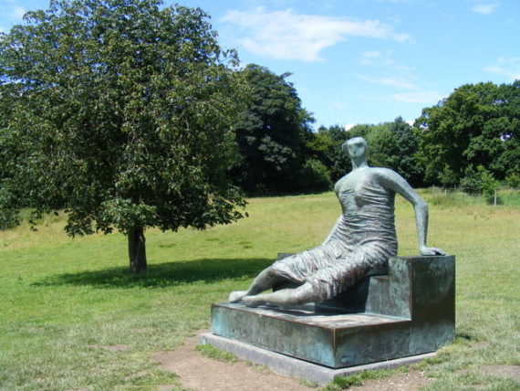 Henry Moore, Reclining Figure at Yorkshire Sculpture Park. Copyright: David Sands. Licensed for reuse under the Creative Commons Attribution-ShareAlike 2.0 license.
