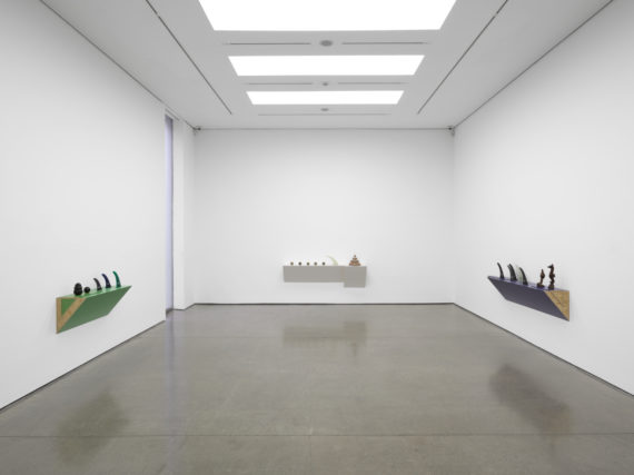 Haim Steinbach, jaws. Copyright: Haim Steinbach. Photo: White Cube (George Darrell)