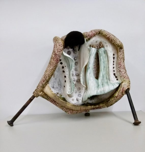 Sarah Villeneau, Untitled, 50x35x15cm, ceramic and metal. Photo: Sarah Villeneau