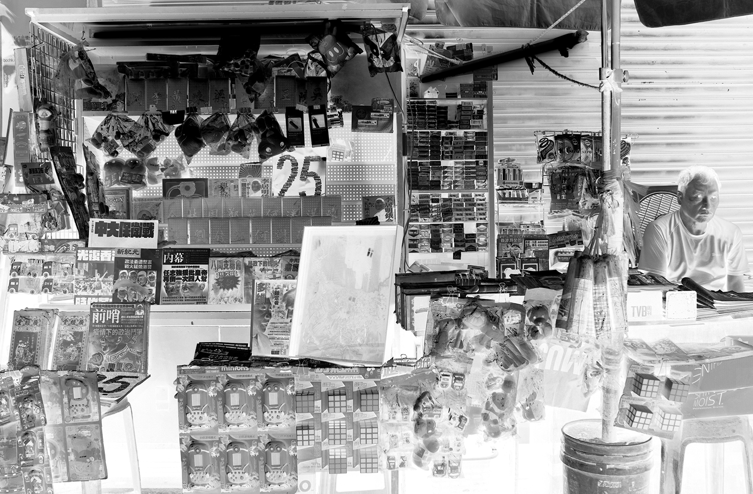 Sharon Lee Cheuk Wun, Same River Twice (newspaper stand), 2020, Gelatin-silver prints, 6-channel video on Google Maps